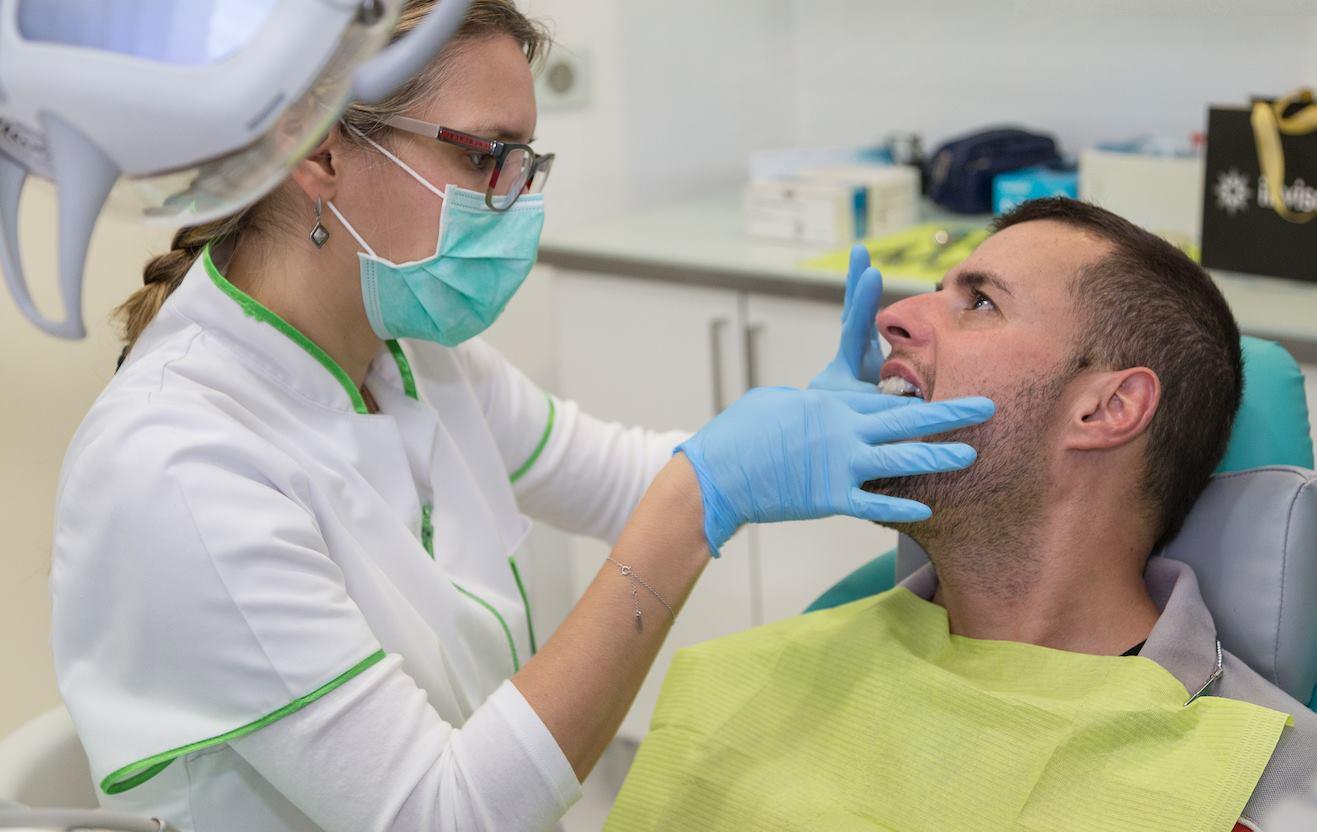 Palma dentistas Dr. Ruslan. Coronas, carillas, puentes y otros elementos de la estética dental